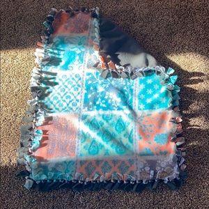 26 x 32 Flees Blanket + Throw dog toy
